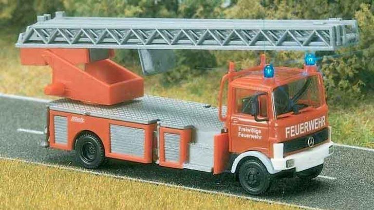 BUSCH 5608 Автомобиль пожарной службы MB® LP 809 (световая сигнализация), 1:87